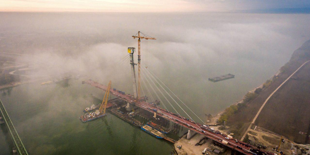 Látványosan halad az új komáromi Duna-híd építése