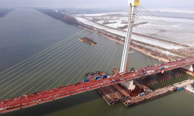 Összeért az új komáromi Duna-híd