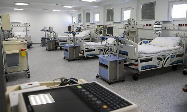 Mérnöki bravúr a járványügyi mobilkórház felépítése
