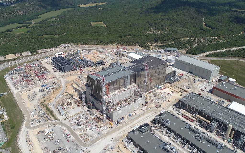 Megkezdődött a világ első erőműméretű fúziós kísérleti berendezésének összeszerelése