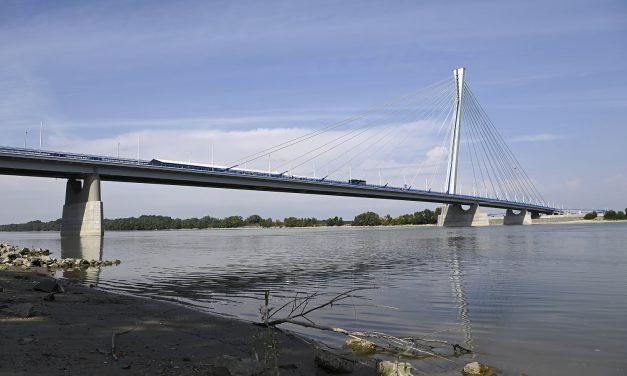 Átadták az új komáromi Duna-hidat