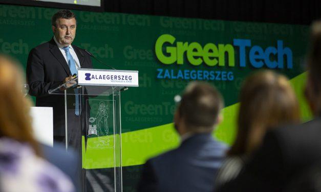 Családi házak napelemeire is lesz támogatási program