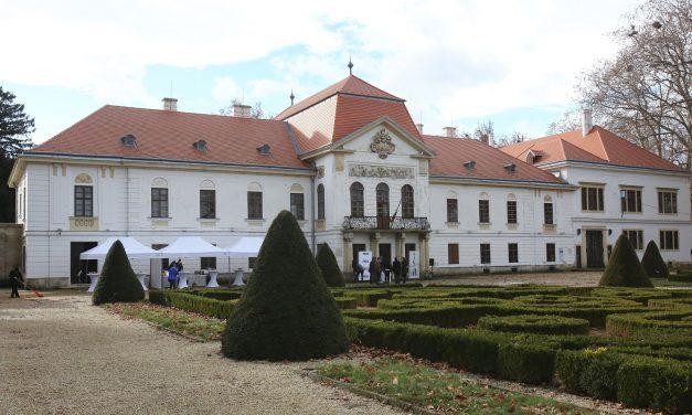 Lerakták a nagycenki Széchenyi-kastély turisztikai célú fejlesztéseinek alapkövét