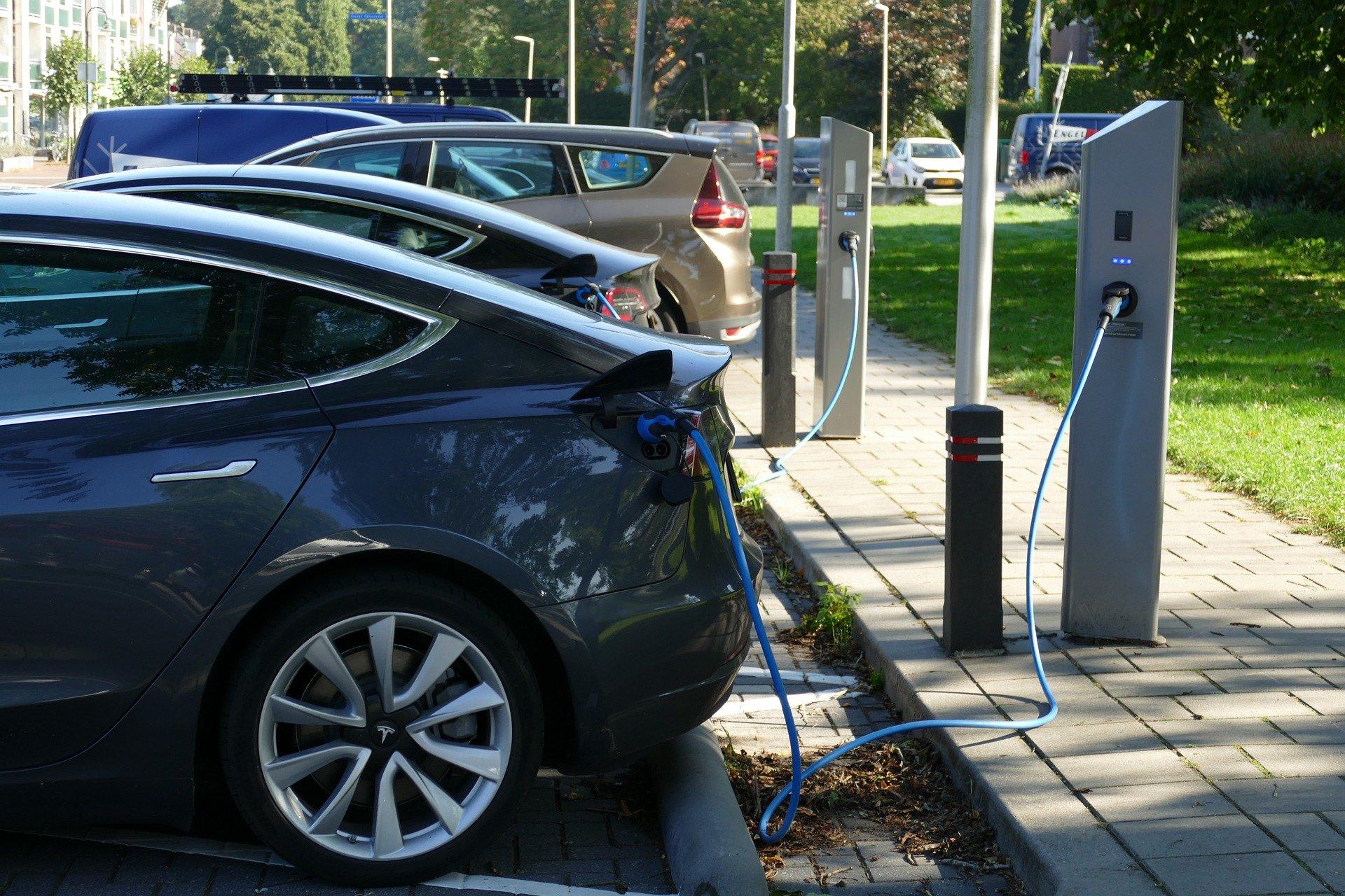 Tavaly 7,1 GWh áramot töltöttünk autóinkba nyilvános elektromos töltőállomásokon