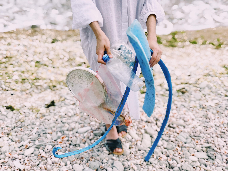 Áder: megszabadulhat a világ az egyszerhasználatos műanyagok hulladékától