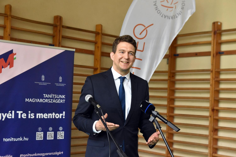 587 milliárd forint pályázati forrás áll a vállalkozások rendelkezésére