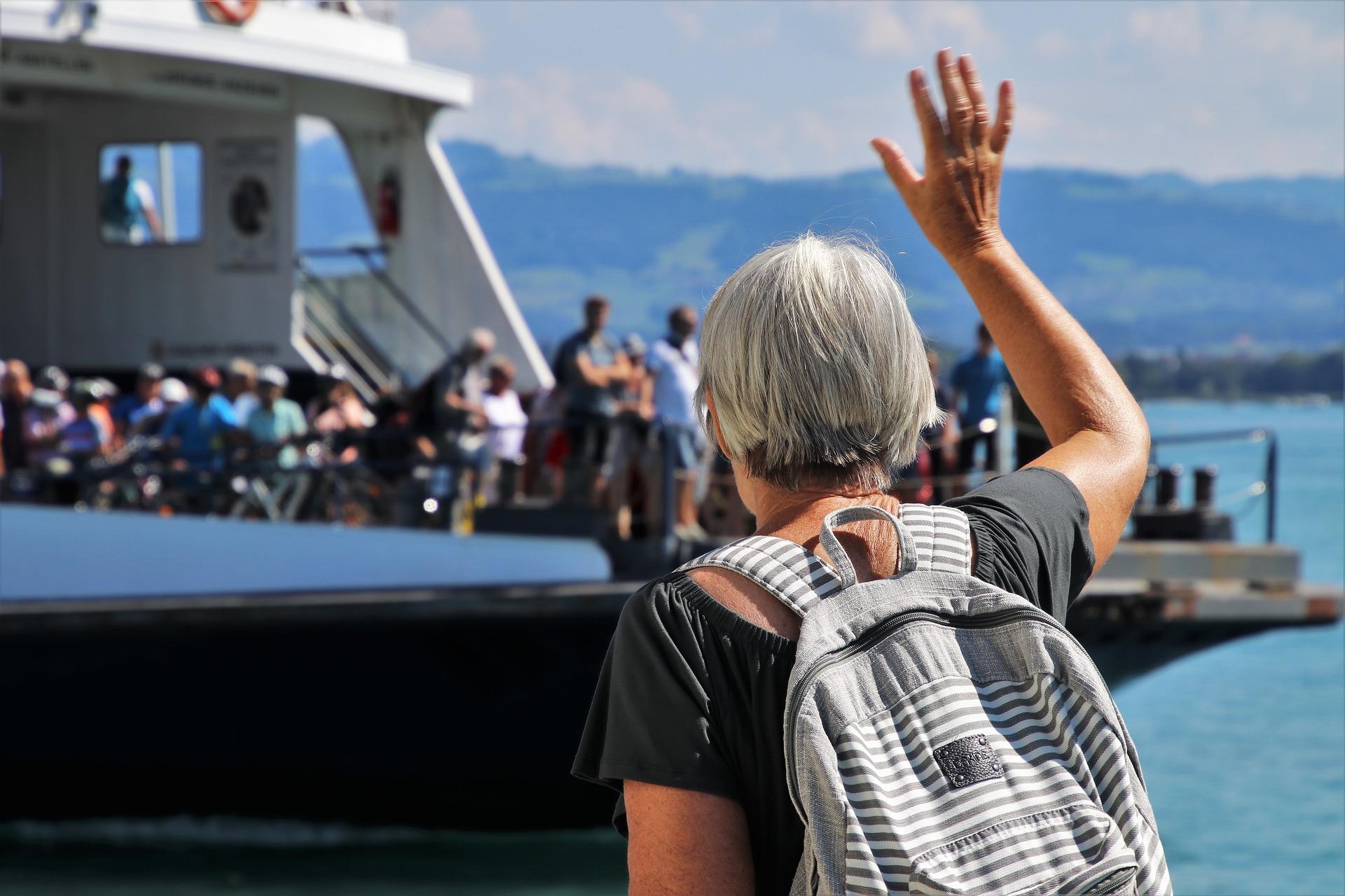 Megkezdődött a Neszmély-Dunaradvány közötti komp építése