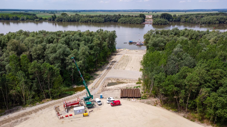 Letették a Kalocsa-Paks Duna-híd alapkövét