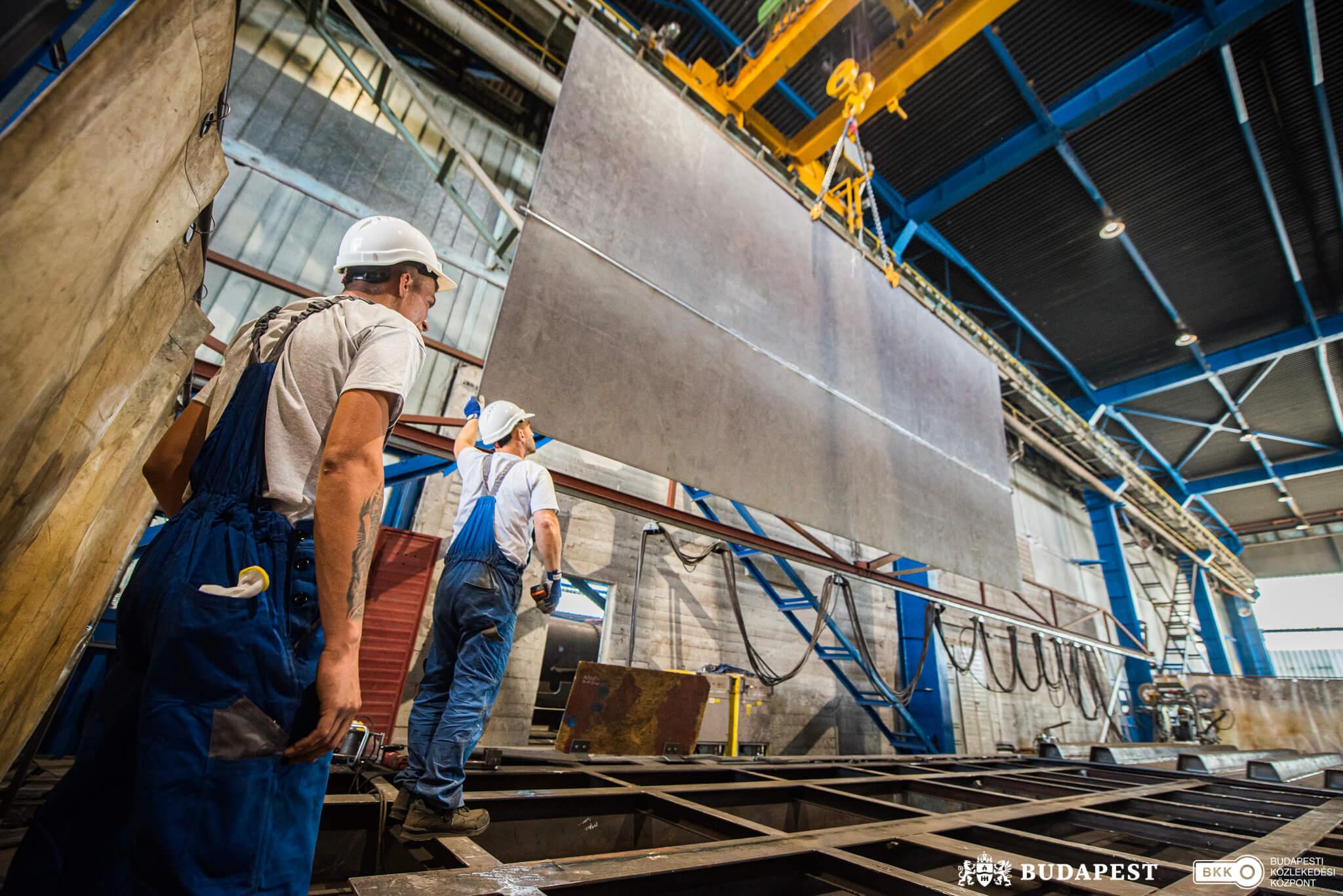 Már gyártják a Lánchíd új acél-pályaszerkezetét