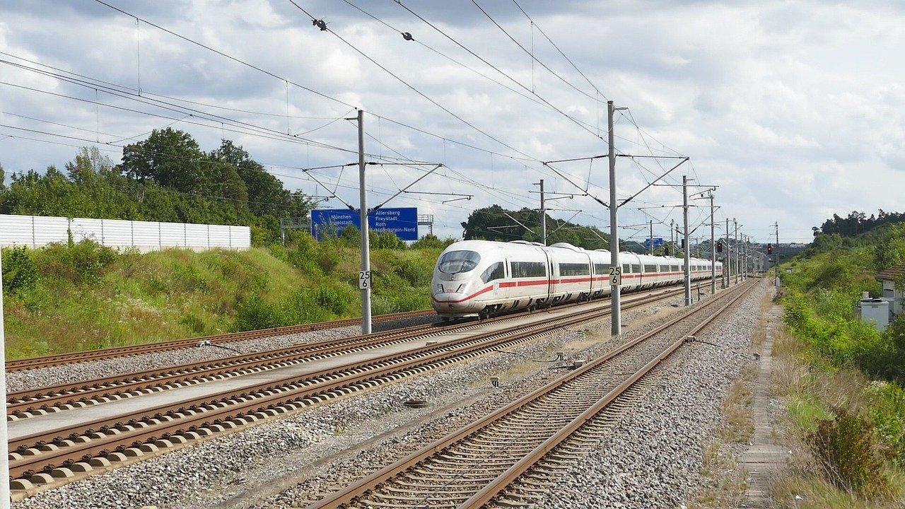 Már keresik a varsói gyorsvasút környezetvédelmi munkarészeinek kidolgozóit