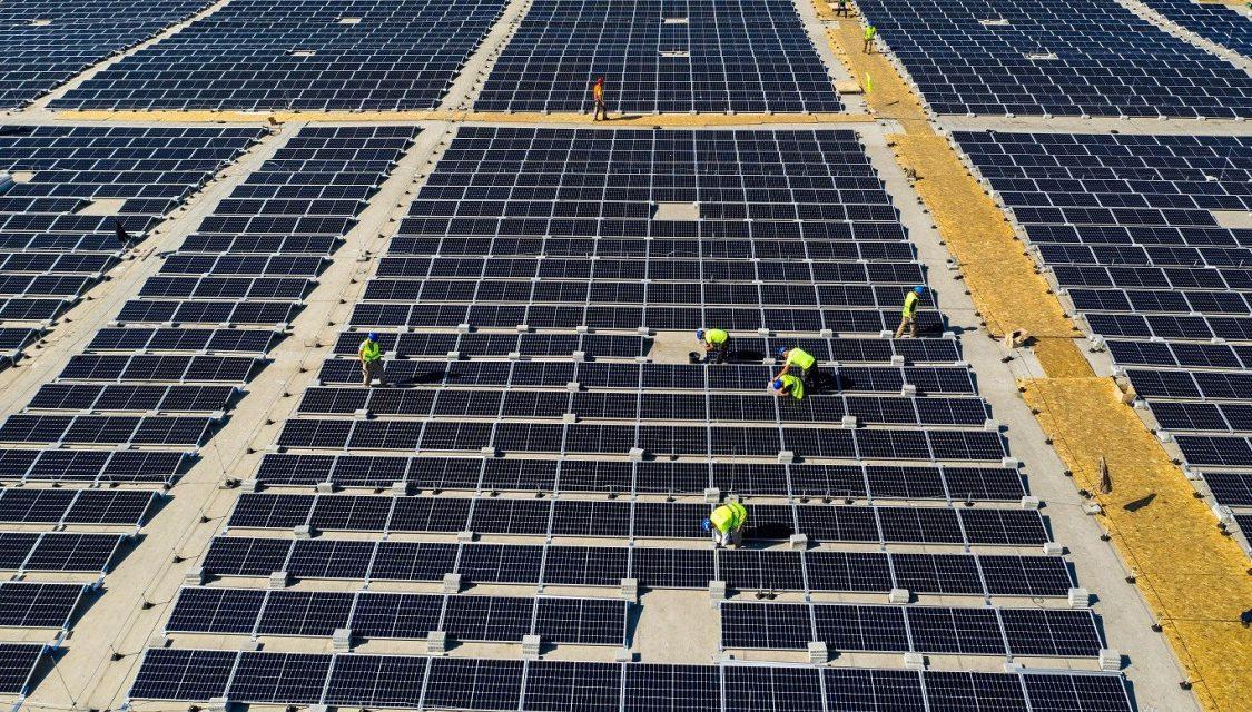 Győrben épül Európa legnagyobb, épületen kialakított napelemparkja