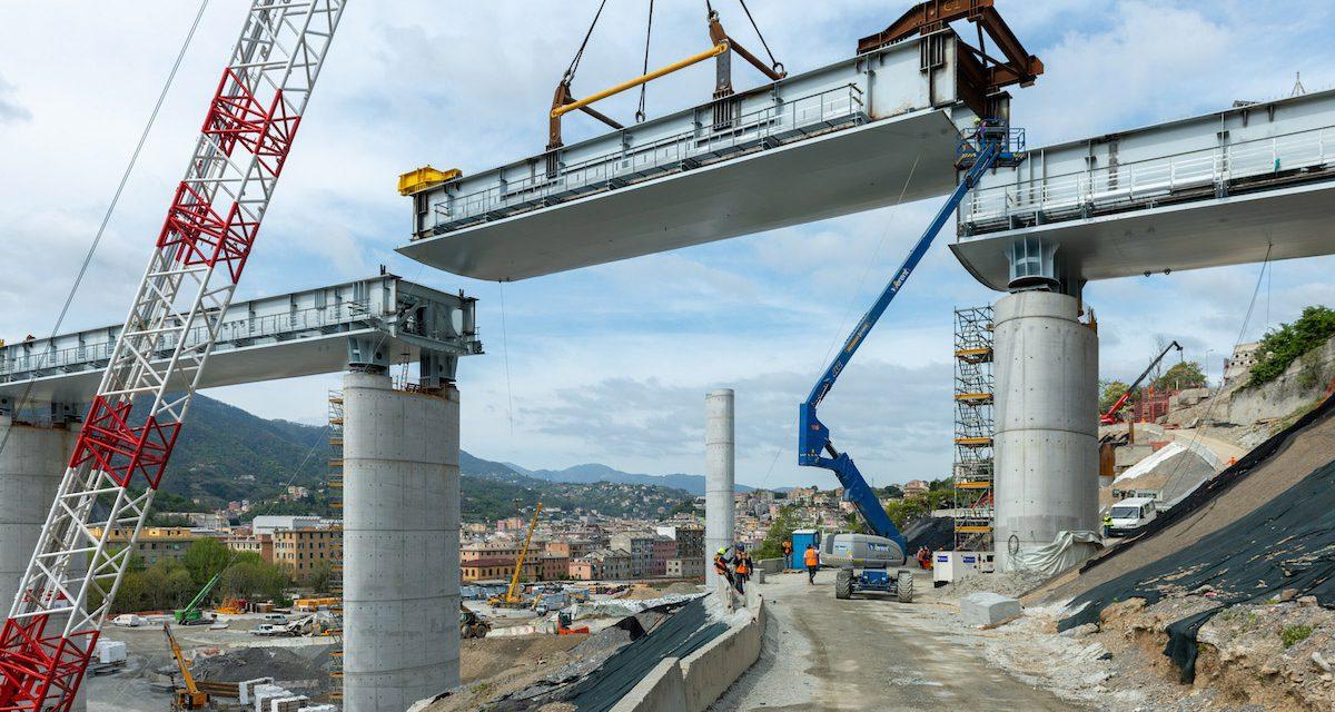 Helyére emelték az újjáépített genovai híd utolsó elemét