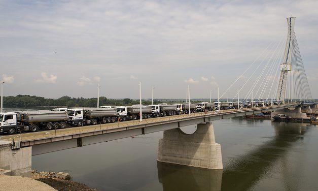 Próbaterhelés az új komáromi hídon