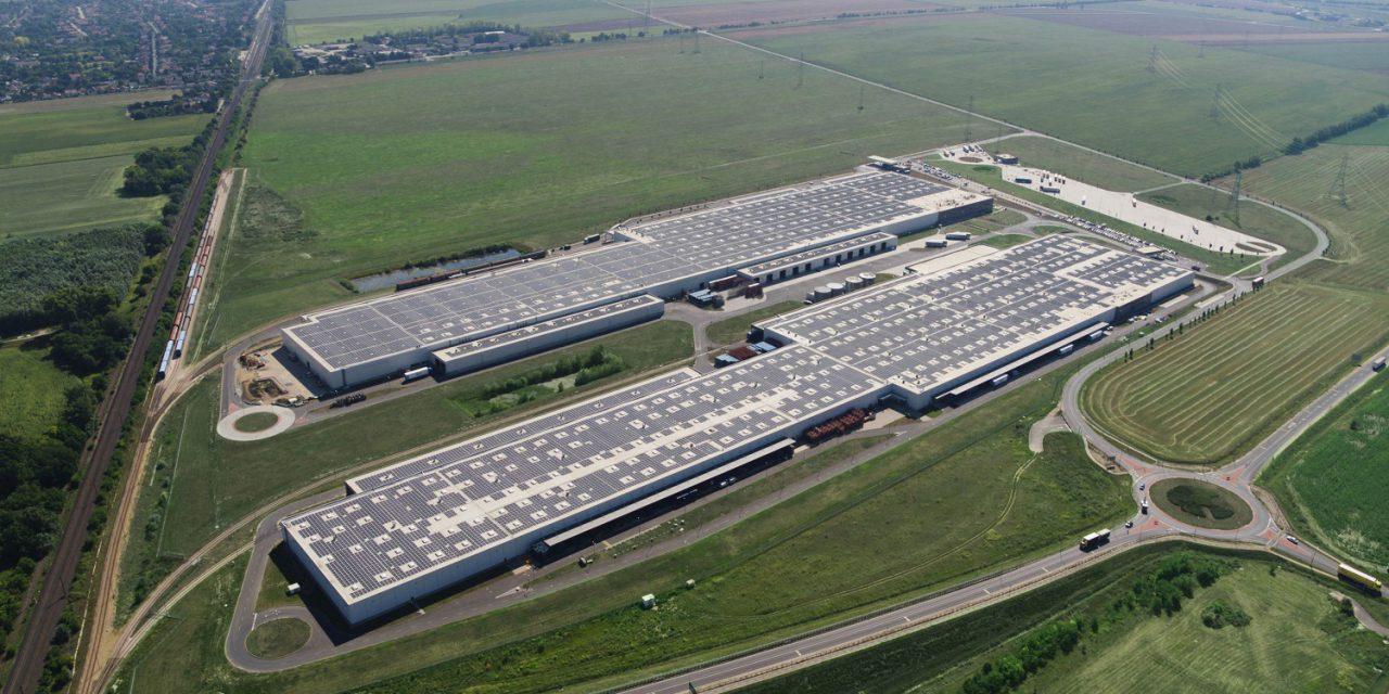 Átadták Európa legnagyobb tetőn kialakított napelemparkját
