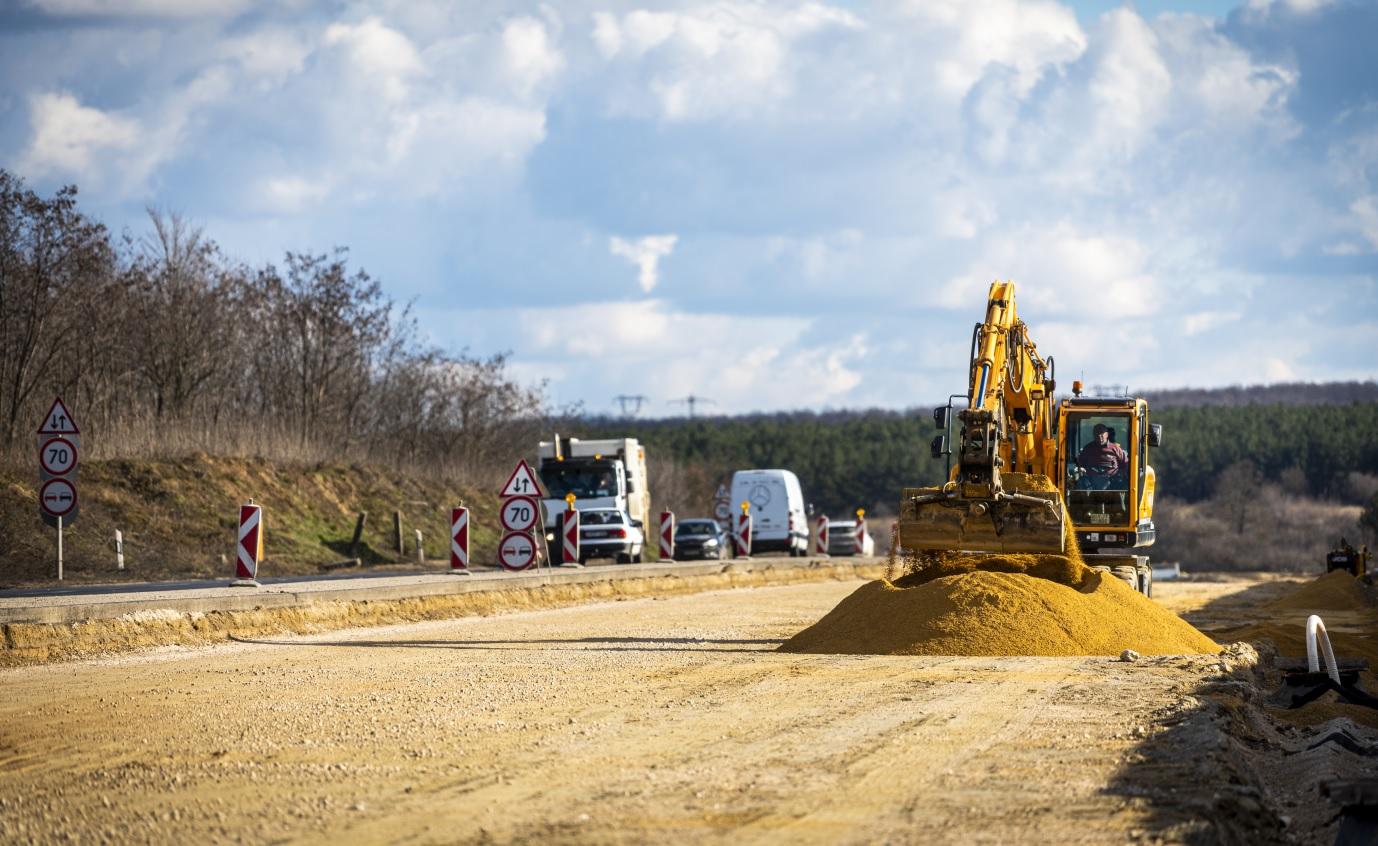 Megépül az M100-as gyorsforgalmi út