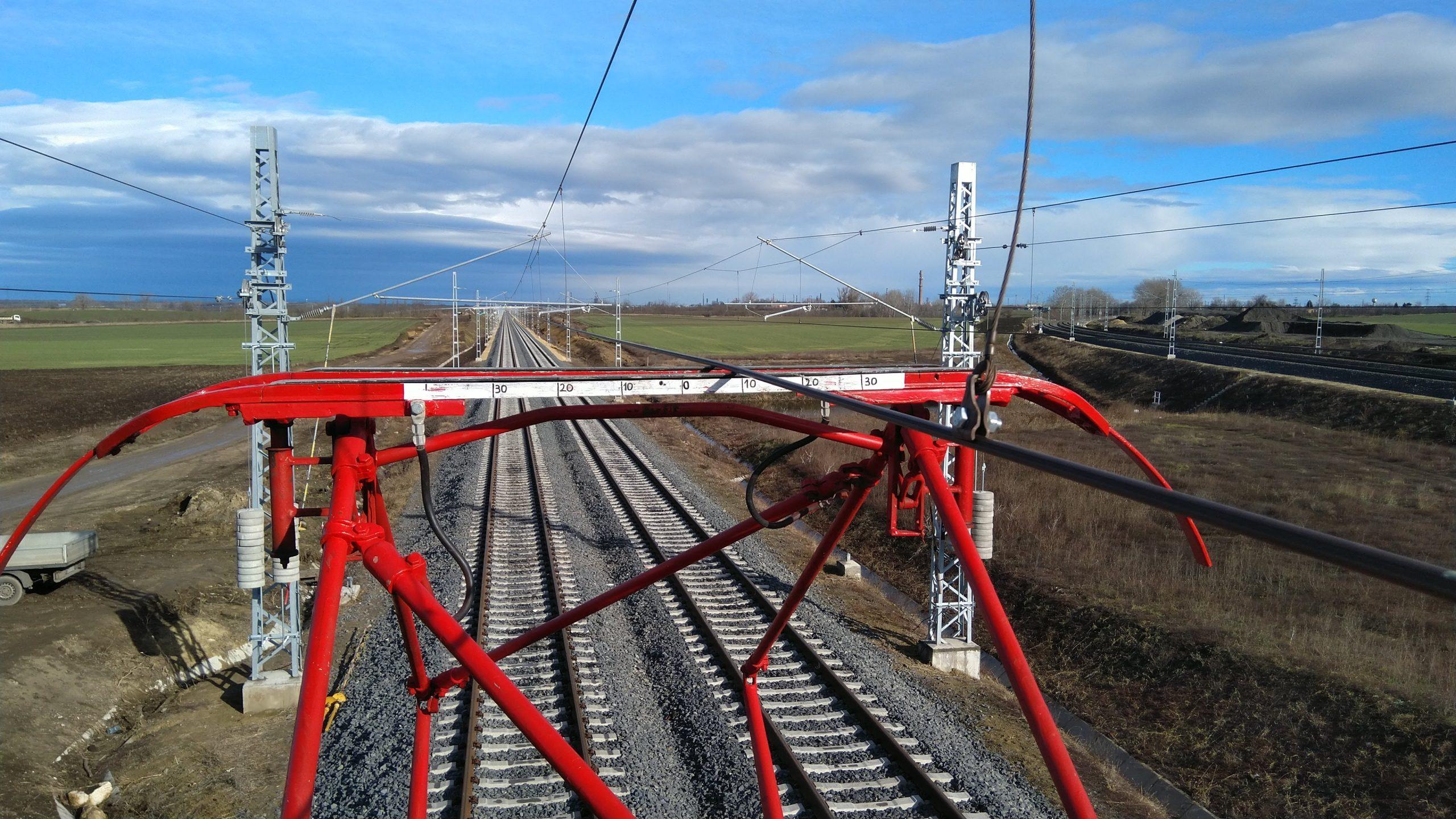Feszültség alá helyezik a nyáron elkészülő vasúti vonalszakaszt