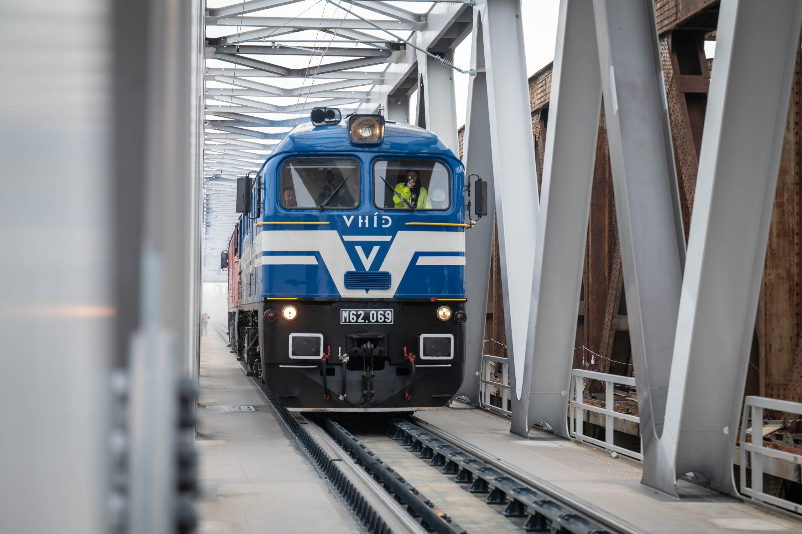 Új vasúti hídon kelhetünk át a Dunán