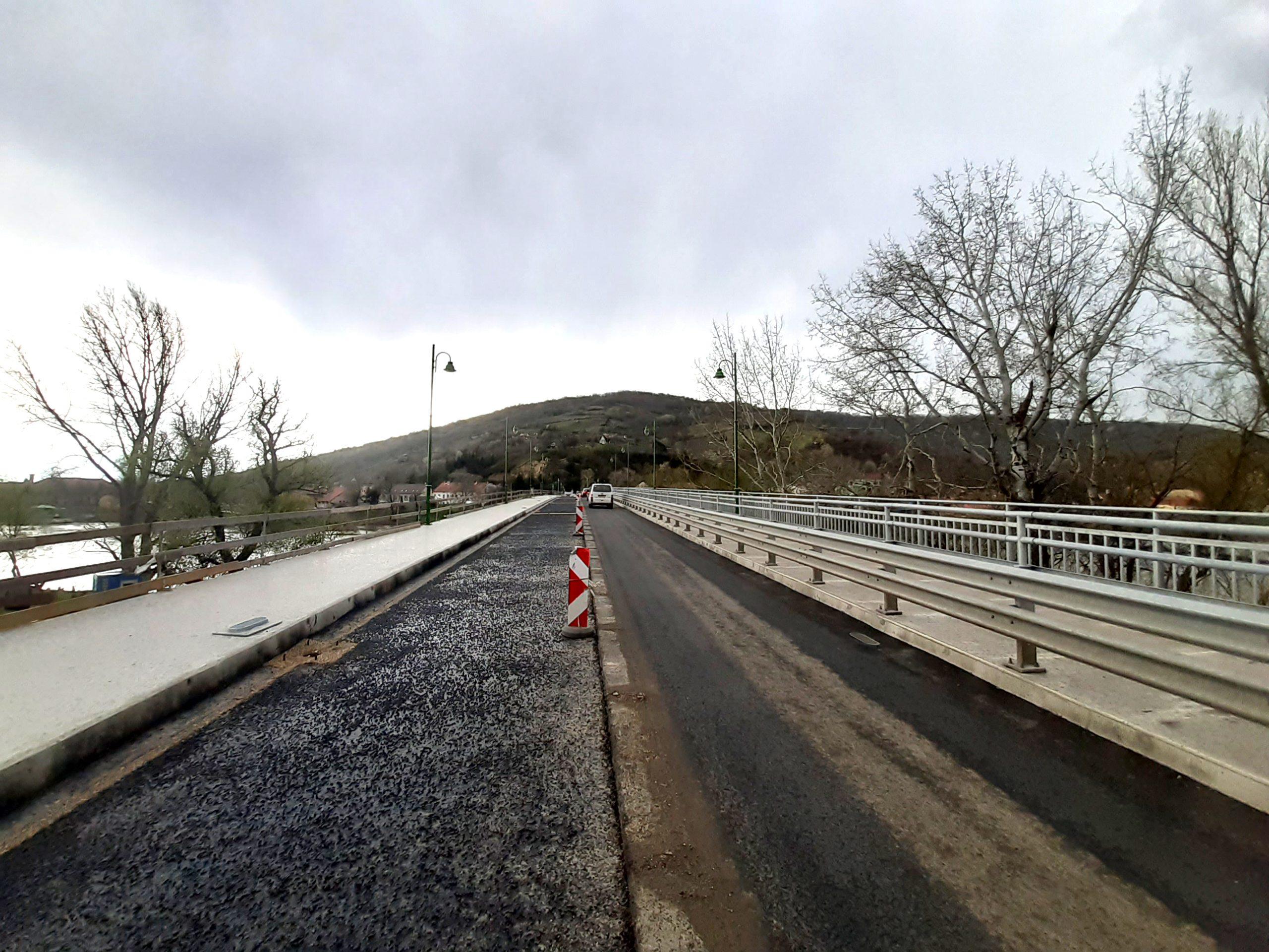 Jól haladnak a tokaji híd munkálatai