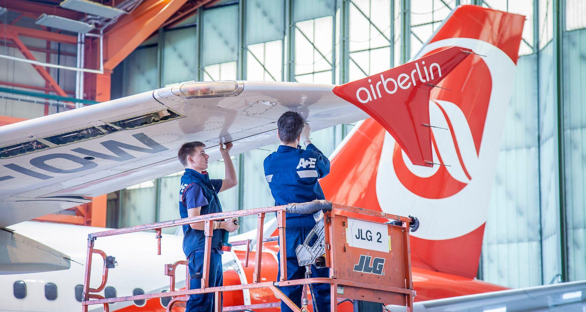 Légijármű-karbantartási ismereteket tanulhatnak a járműmérnök hallgatók a Debreceni Egyetemen