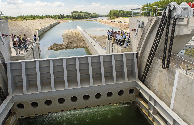 A tervek szerint halad a Mosoni-Duna torkolatában épülő vízszint szabályzó létesítmény