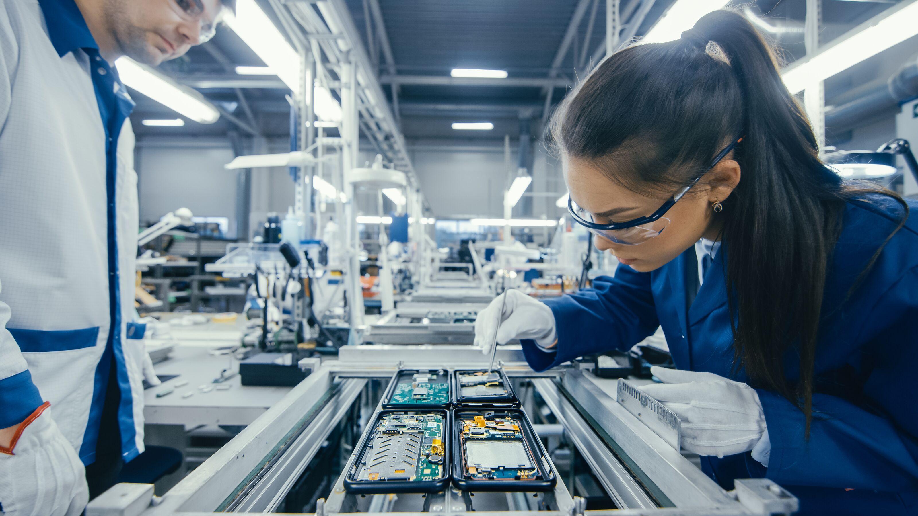 Az ABB mérnöknőket ünnepli a műszaki pályán dolgozó nők világnapján