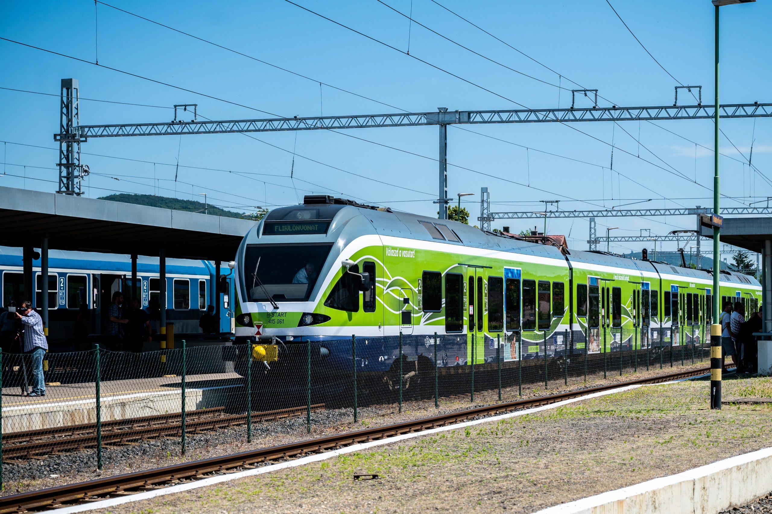 Átadták az észak-balatoni vasútvonal villamosított szakaszát