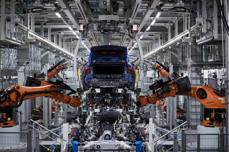 A BMW nem sieti el a kiszállást a belsőégésű motorokból