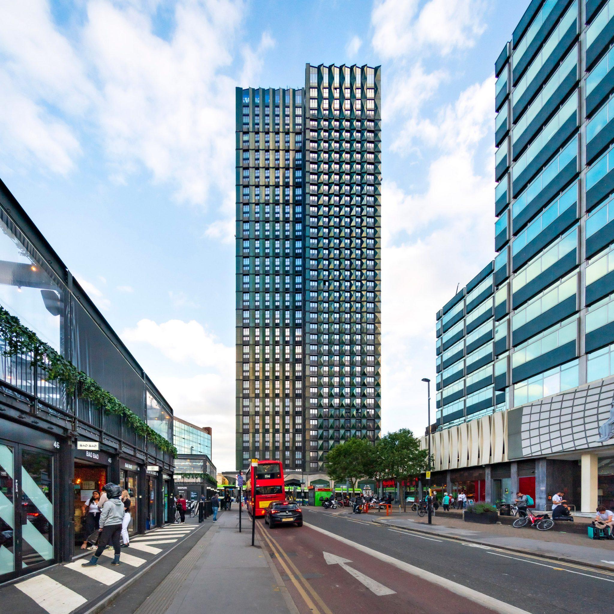 A világ legmagasabb moduláris lakóparkja épül Londonban