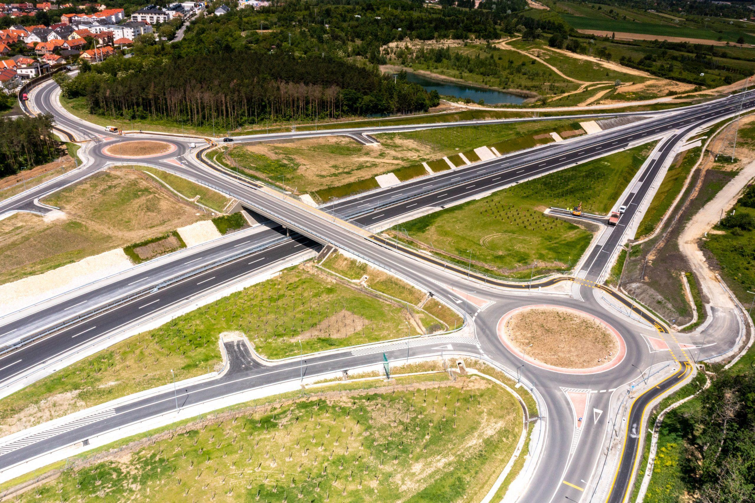 Újabb szakaszt adtak át a forgalomnak az M85 autóútból