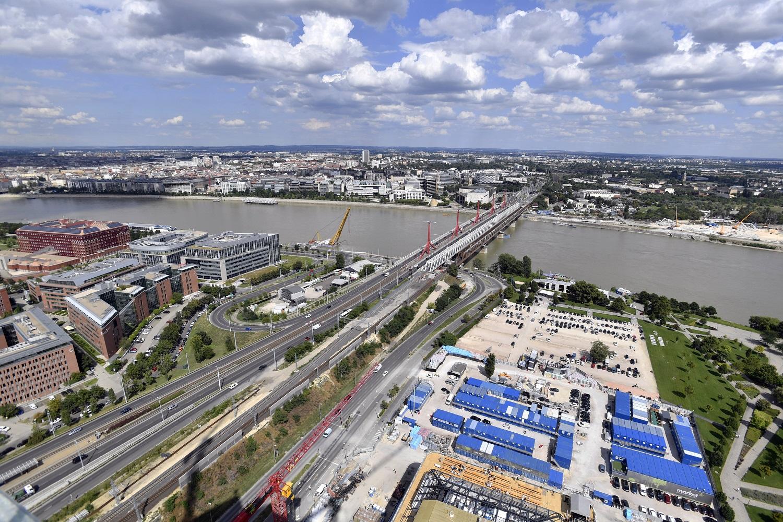Kezdődik a második felszerkezet építése az Összekötő vasúti hídon