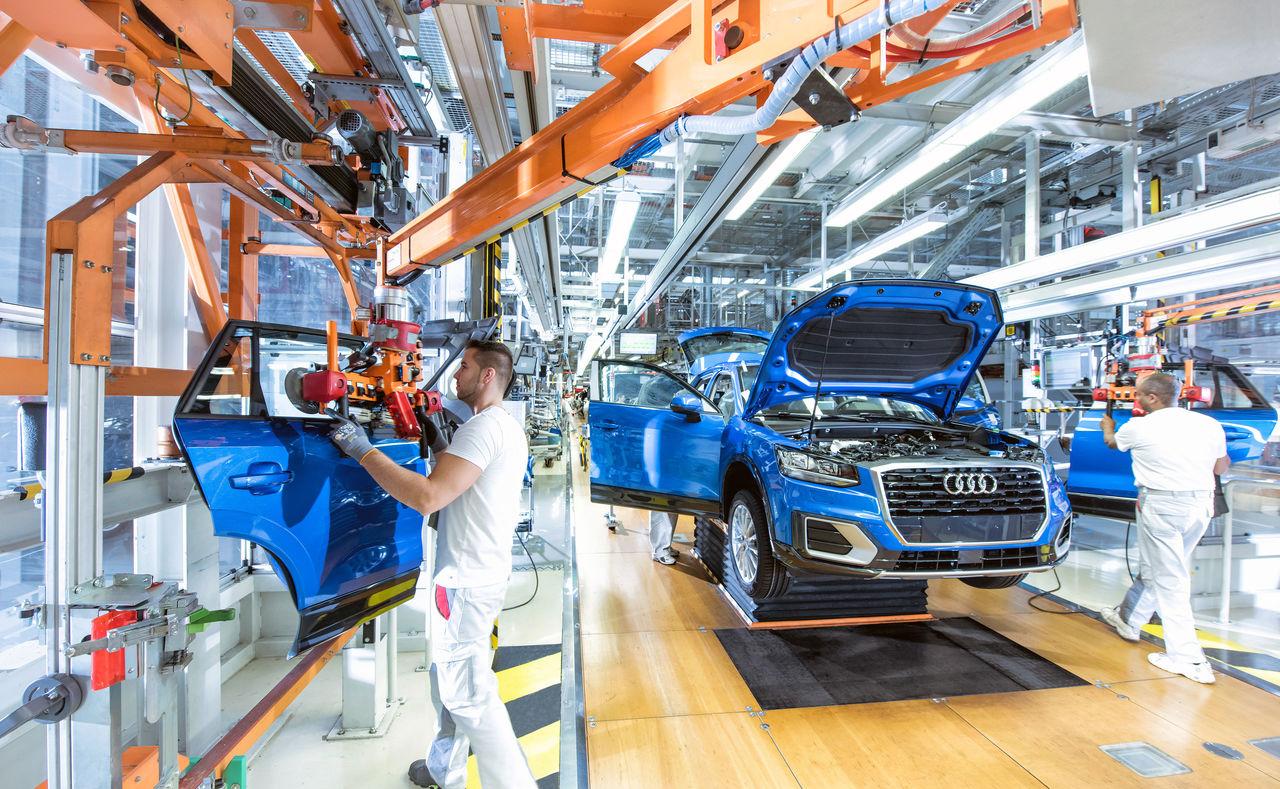 Borúlátók a német autóipari cégek a csiphiány miatt