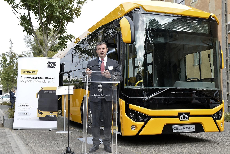 Palkovics: 10 éven belül hazai gyártású, high-tech, környezetkímélő buszokra cserélik a járműállományt